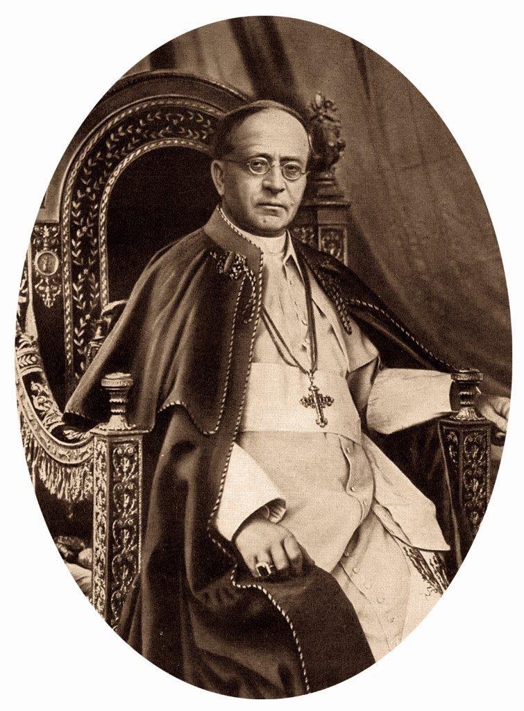 Como ensina o Papa Pio XI, a crise é de instituições e de costumes. Enquanto não se reformarem os costumes, de nada valerão boas instituições.