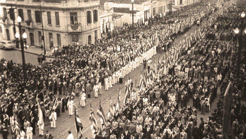 O Congresso Eucarístico de 1942, em São Paulo, foi uma paradigmática mostra do peso dos católicos na vida pública do País. Na época, o próprio Getúlio Vargas leu bem o sentido desta mensagem.