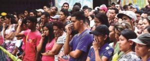 Uma mistura de sentimentos nestes olhares de venezuelanos em Caracas: perplexidade, desconfiança, desesperança, ódio...