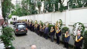 O féretro saindo da sede do Instituto Plinio Corrêa de Oliveira em direção ao Cemitério da Consolação