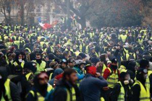 """""""Revolta dos coletes amarelos"""" na França: """"a luta não é pelas migalhas, mas pela baguette"""""""