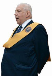 Dr. Paulo Brito discursa em ato público realizado em 3-10-2015 no Pátio do Colégio (SP).