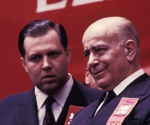 Dr. Paulo, junto a Plinio Corrêa de Oliveira, durante Missa Pelas Vítimas do Comunismo, como responsável pelo Serviço de Imprensa da TFP brasileira