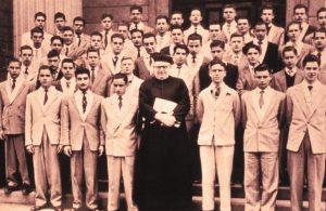Membros da Congregação Mariana comandada pelo Revmo. Pe. Walter Mariaux da qual fez parte Dr. Paulo Brito