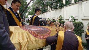 O féretro sai da sede do Instituto Plinio Corrêa de Oliveira