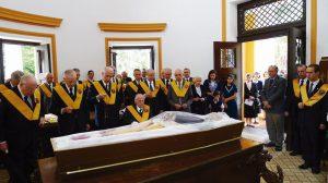 Encomendação do corpo na capela do cemitério