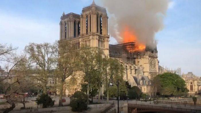 Notre Dame de Paris em chamas