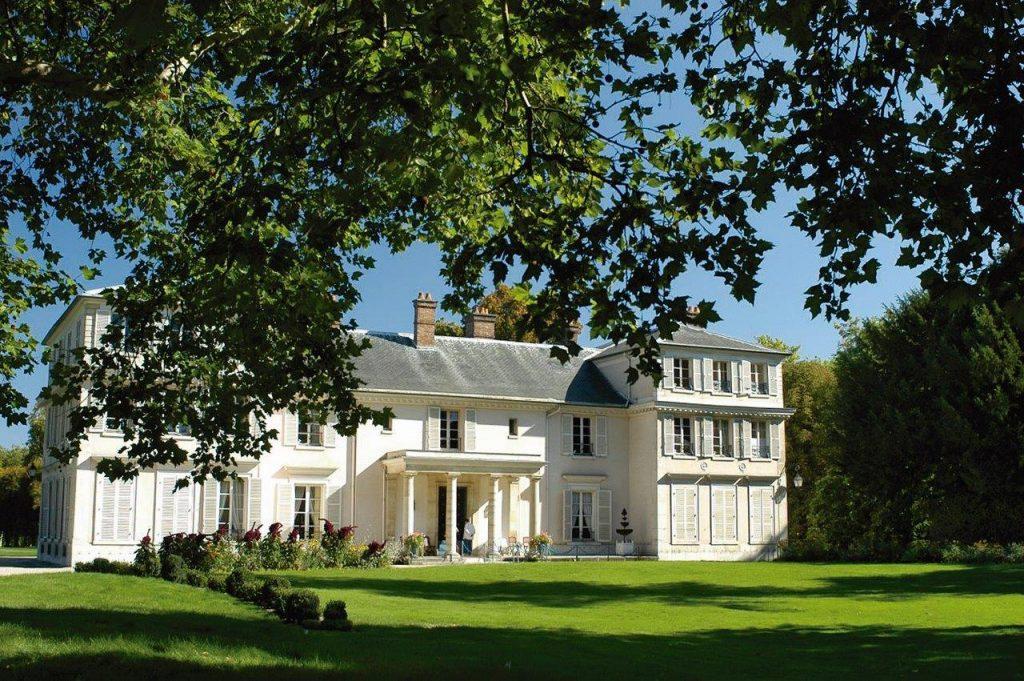 Em maio de 1783, Luís XVI deu a Mme. Elisabeth a residência de Montreuil