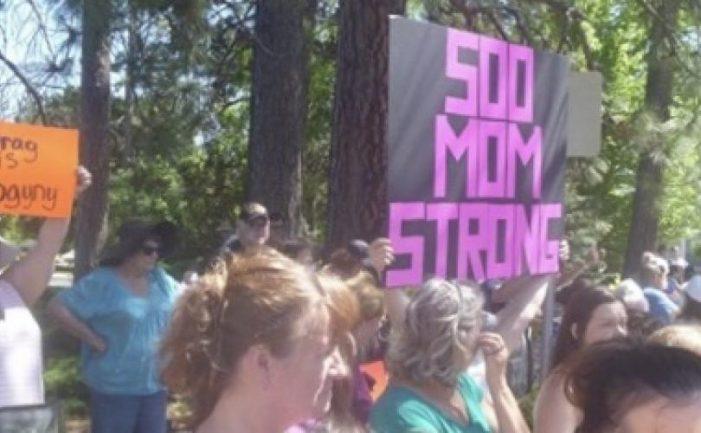 """Mães corajosas defendem seus filhos face à investida de """"Drag Queen"""""""