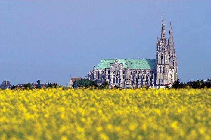 Chartres, a catedral renascida das cinzas. Lição para Paris?