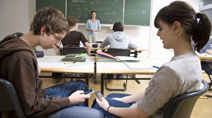 França: proibição de celulares nas escolas