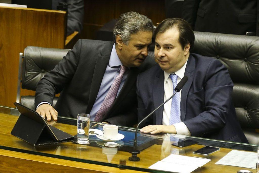 O presidente da Câmara dos Deputados, Rodrigo Maia com Aécio Neves [Foto: José Cruz/Agência Brasil]