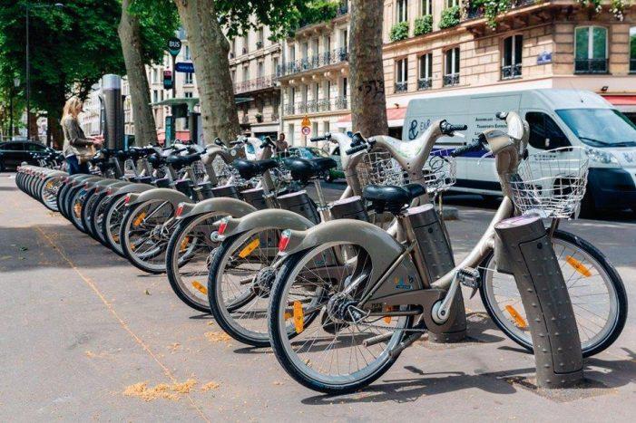 """Adeptos da """"religião verde"""" enlouquecem parisienses"""
