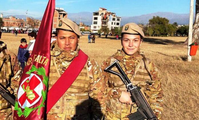 Mulher soldado repele efeminação antipatriótica
