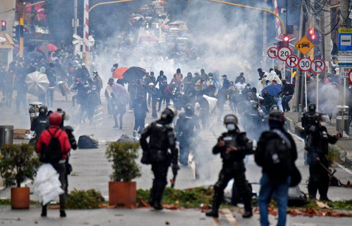 Governo colombiano não pode capitular ante o terrorismo