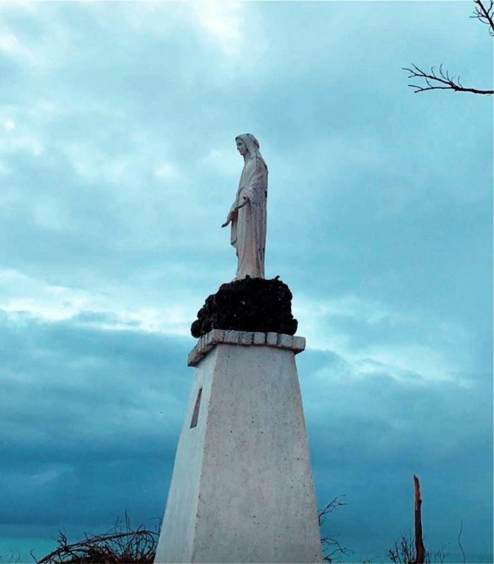 Virgem Milagrosa inabalável em furacão colombiano