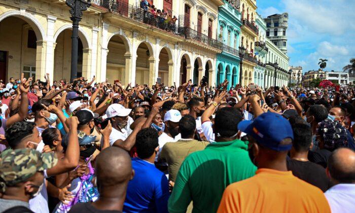 CUBA LIVRE OU FOSSILIZAÇÃO DA ILHA-PRISÃO?