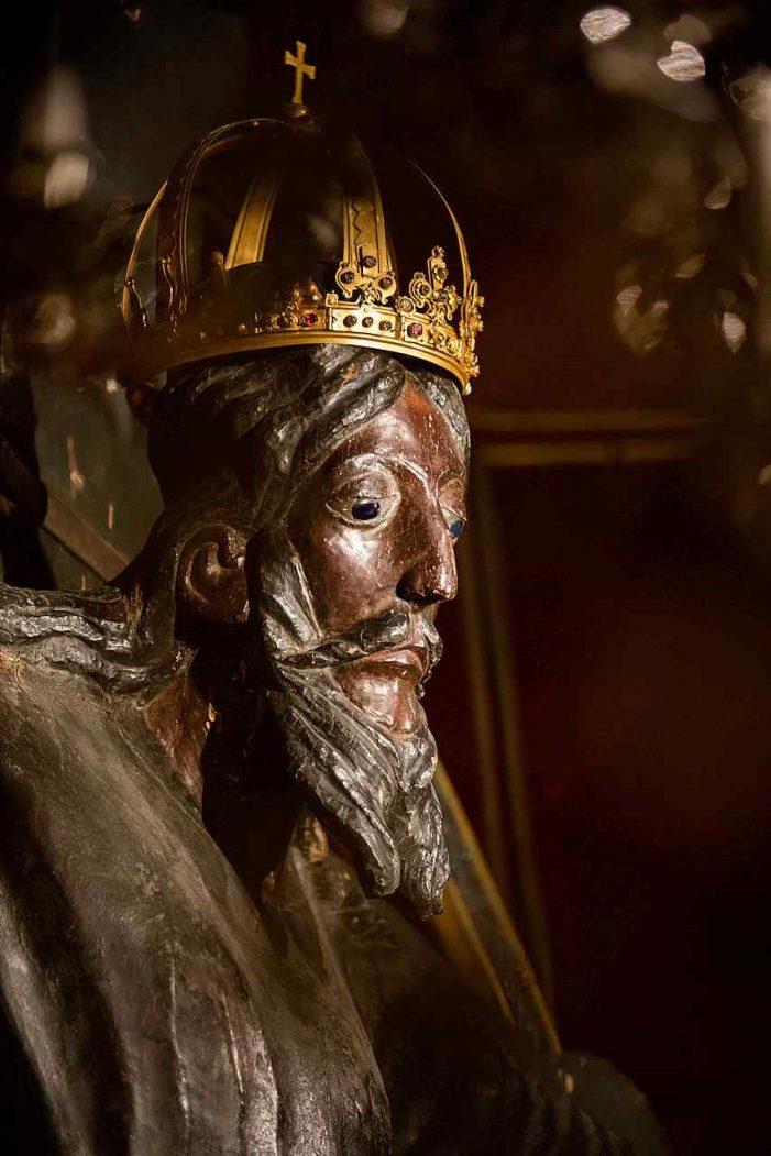 A mais antiga imagem de madeira da Crucifixão